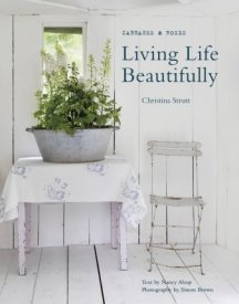 Boken Living Life Beautifully av Christina Strutt